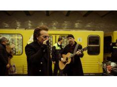 Ирландская группа U2 спела в метро